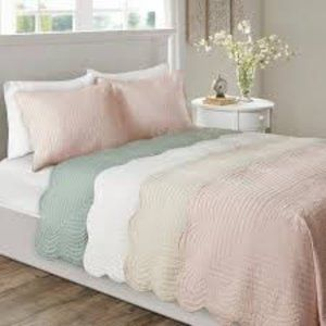 Reversible Full Cotton Coverlet Set with Scalloped